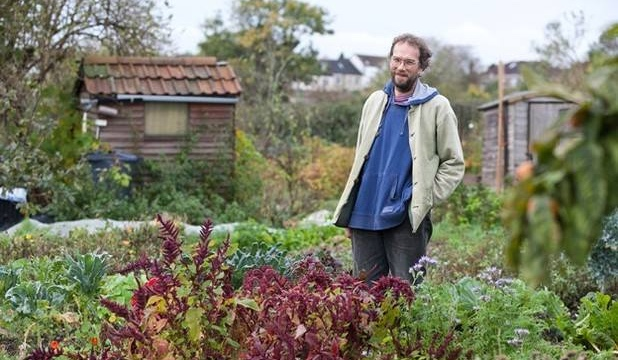 Tim Foster running organic gardening course