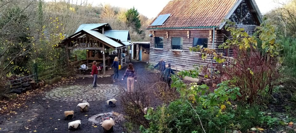 Boiling Wells Larch Cabin and Outdoor Kitchen
